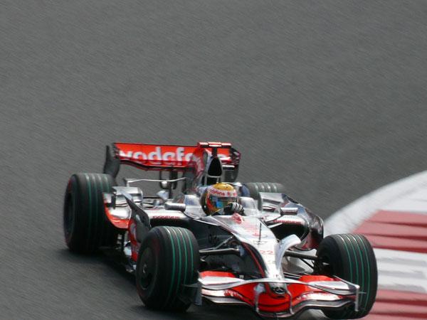 22 Lewis-Hamilton