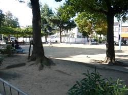山田 公園 2 .