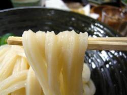 真 生醤油 麺 .