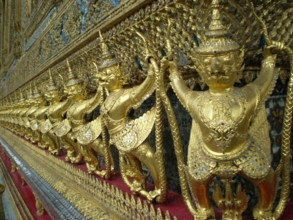 Temple-of-the-Emerald-Buddha14.jpg