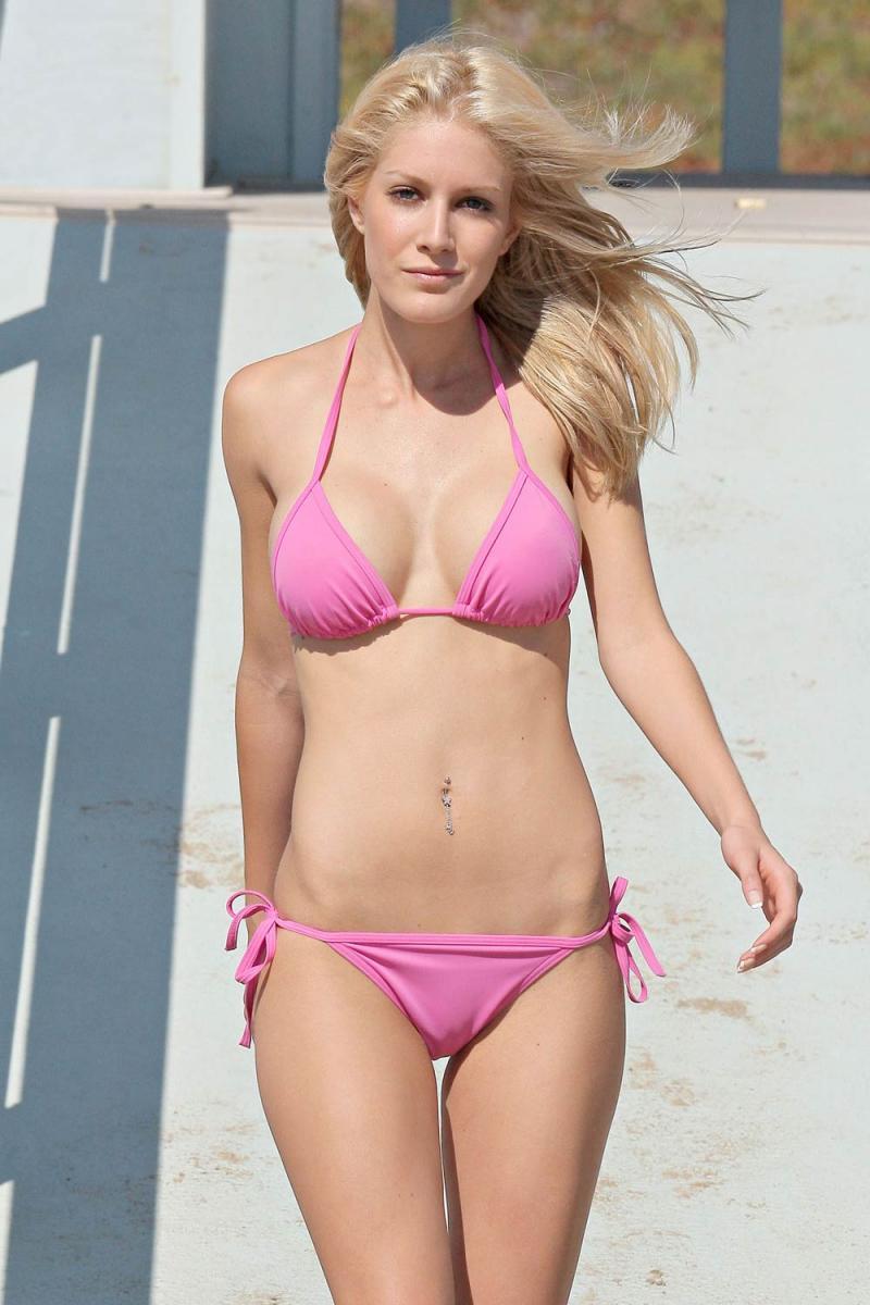 0928_heidi_montag_bikini_beach_07_convert_20090511003444.jpg