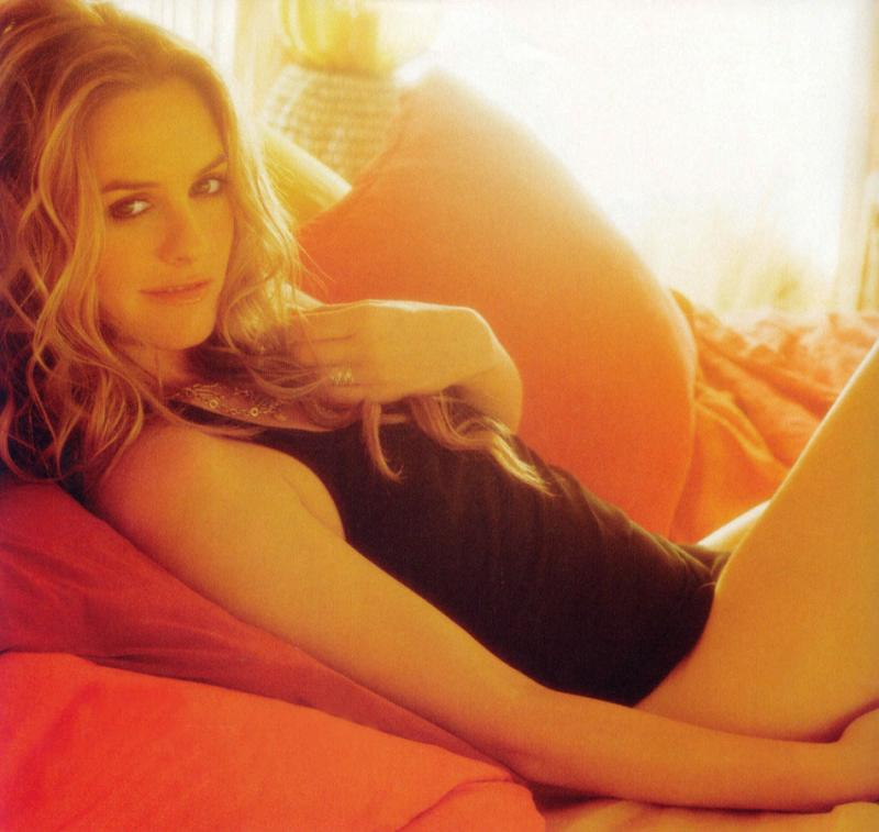 alicia_silverstone-is-sep04-1_convert_20090606175142.jpg