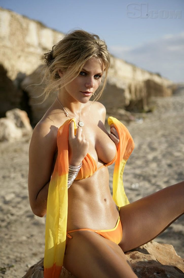 brooklyn-decker-13.jpg