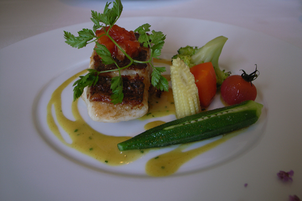 夫の魚料理 広島県産真鯛のポワレだったかな?