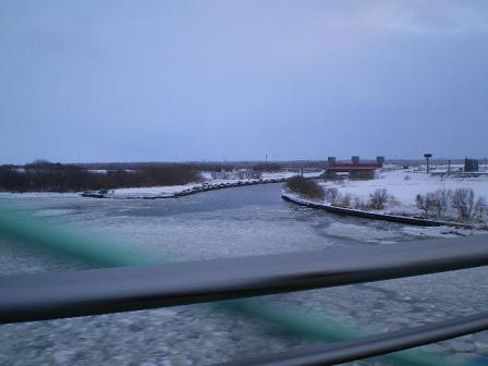凍結した石狩川