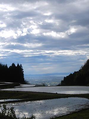 棚田と雲と海