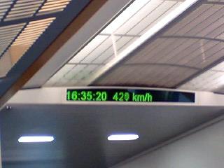最高時速は435㌔くらい