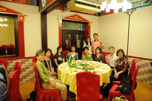 テーブルの人たち