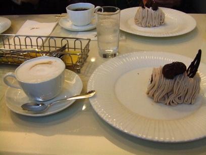 三日間、毎日カフェでケーキ食べたな・・・。