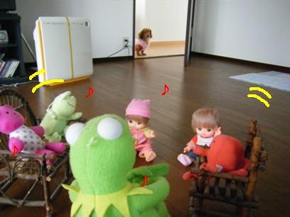 人形達は臭わないので空気清浄機のスイッチは入ってません。