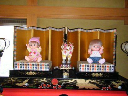 またみんなに人形をセットしてる私の姿を想像されているに違いない。