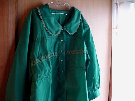 緑ブラウス