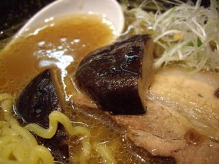 まる八ラーメン 醤油(椎茸)