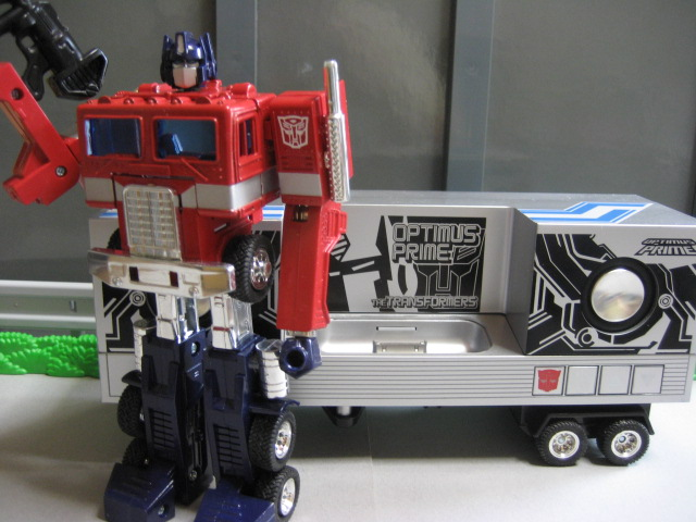 TRANSFORMERS MUSIC LABEL OPTIMUSPRIME speakers for ipod