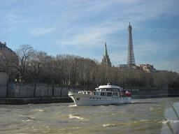 船とエッフェル塔