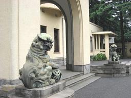 入り口の獅子