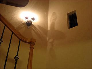 0313階段ブラケット影2
