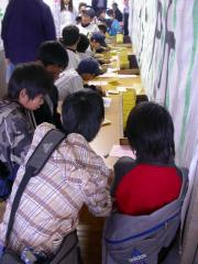 ◆市役所・住民登録をする子どもたち.JPG