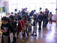 ◆市役所・朝のナンバリング列.JPG