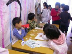 ◆お化け屋敷・受付でメガホン.JPG