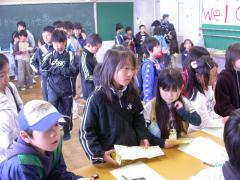 ◆職業紹介所・長い列.JPG