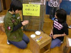 ◆アート・シルク・バッチづくり2人.JPG