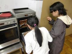 ★縮小・完成・オーブンから出す典子&由紀.JPG