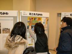 ★縮小・ポスター貼る子スタ大.JPG