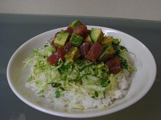 マグロとアボカドのサラダ丼