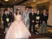 両親と司会者のフラッシュ島田さんと