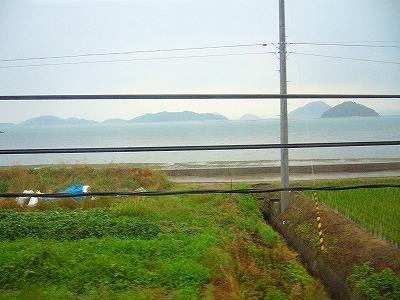電車の窓から瀬戸内海