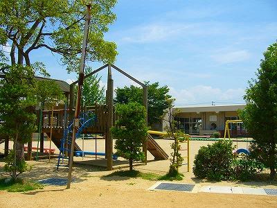 幼稚園裏側