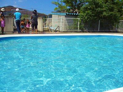 遊んだ後のプール
