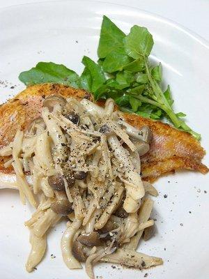 カリカリ白身魚ソテー☆きのこのバターソース