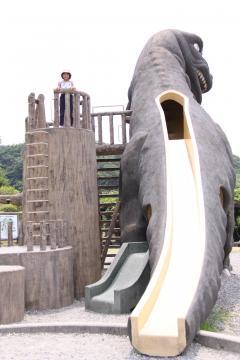恐竜すべり台