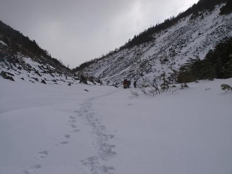 仙水峠へ至る谷