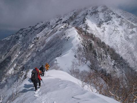 近くに見える甲斐駒ヶ岳