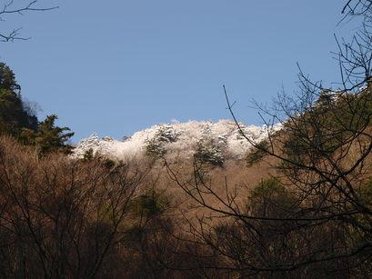 雪をかぶった剣山脈