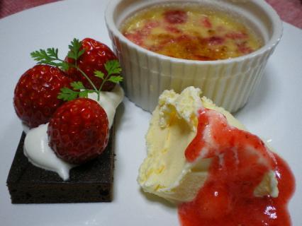 イチゴのブリュレとココアフィナンシェ