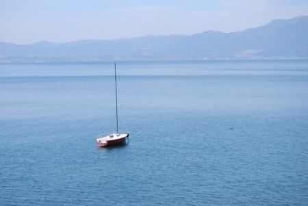 4490湖上のヨット