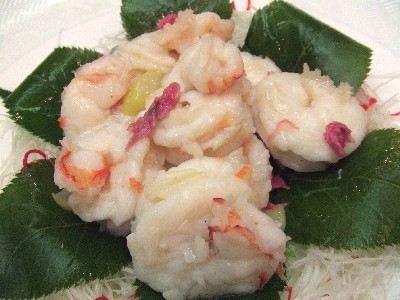 大正海老と桜の花の塩炒め