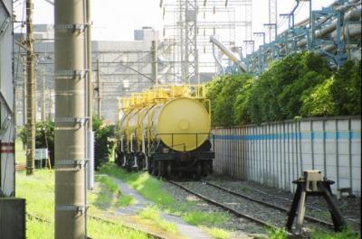 黄色いタンク車