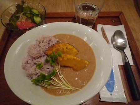 ネリkitchenのココナッツのベジタリアンカレー(サラダ付)800円
