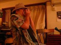 vo寺本裕子さんのパートナーgコウジさんがブルースハープで参加