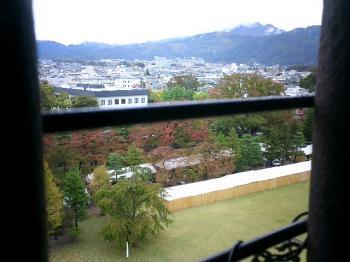 松本城の中から