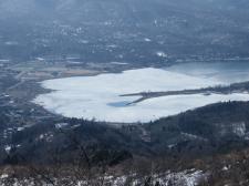 凍っている湖面