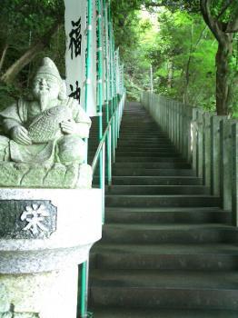 本堂へ向かう長い階段