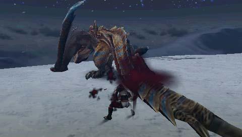 ティガレックスの尻尾を斬りつける