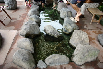薬師源泉横の足湯