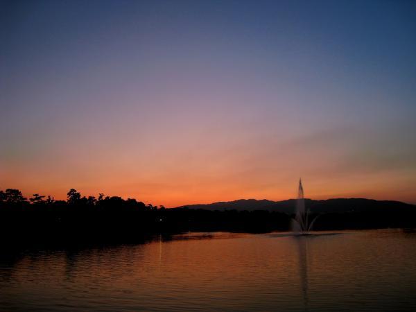 昆陽池公園から六甲山を望む夕景(by IXY DIGITAL 910IS)